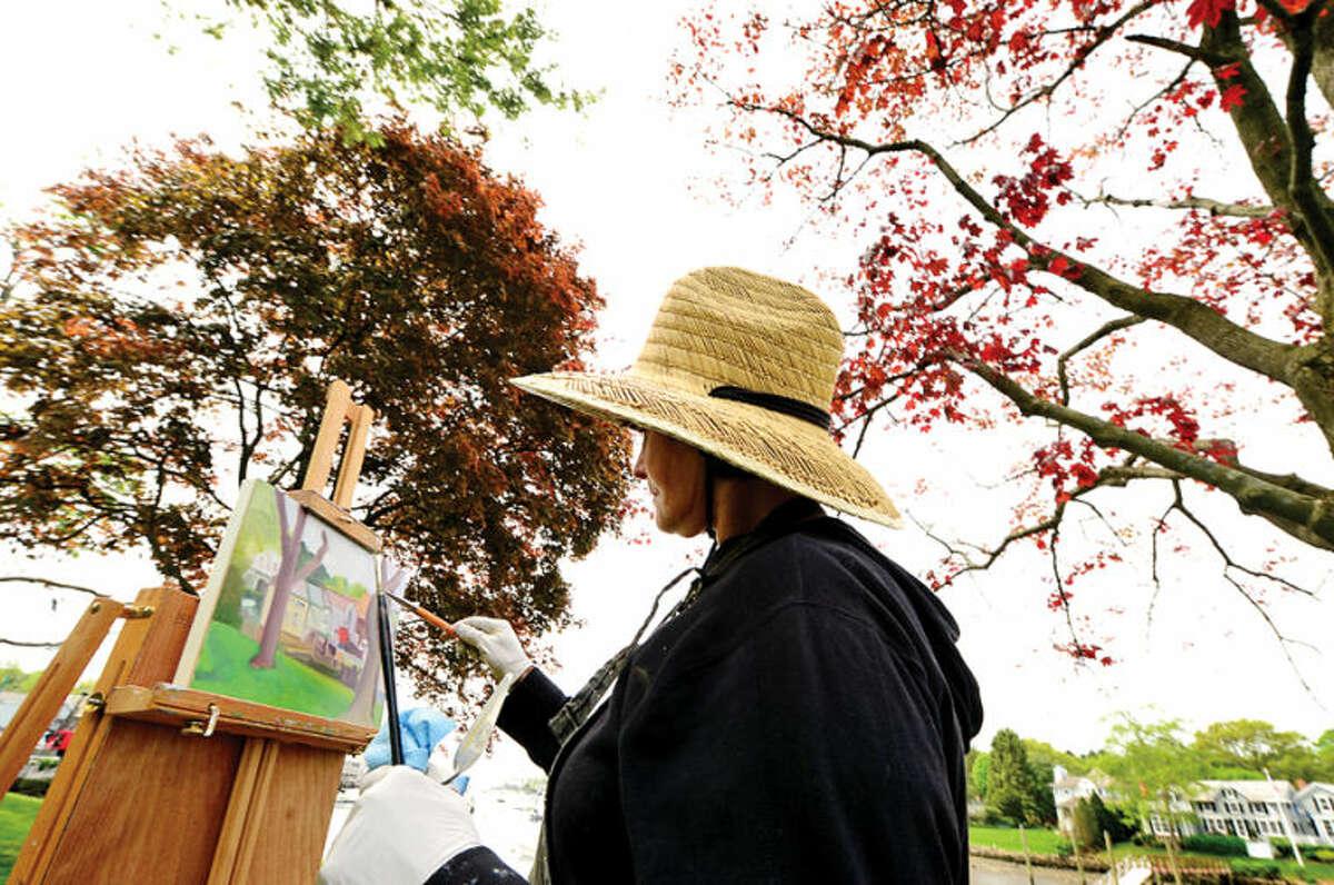 Hour photo / Erik Trautmann Rowayton artist Judith Lamberton paints outside of the Pinkney House Wednesday morning.