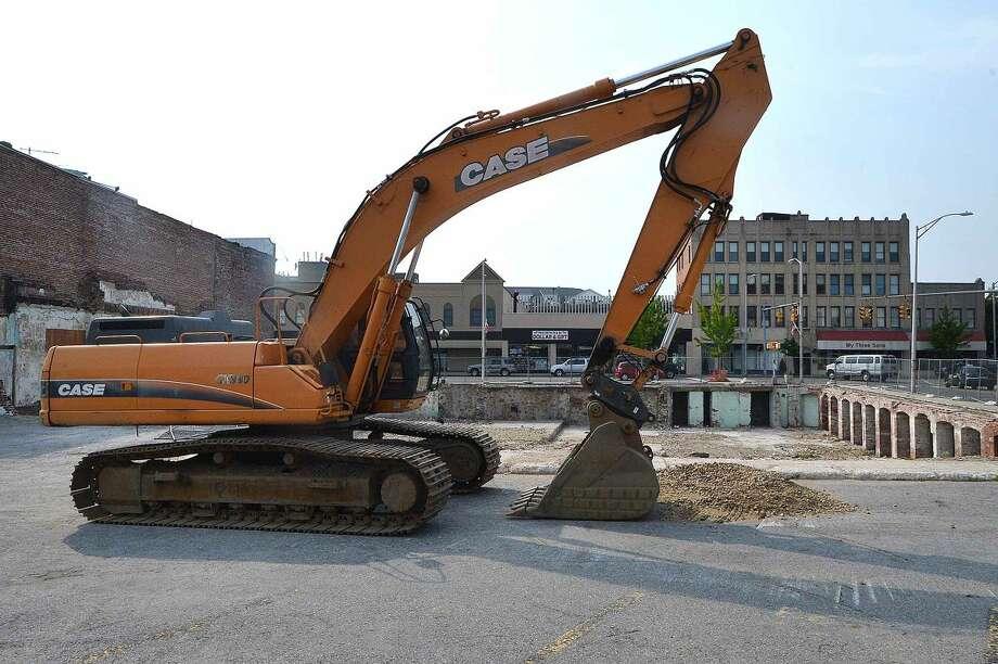 Hour Photo/Alex von Kleydorff Construction equipment at Wall Street Place