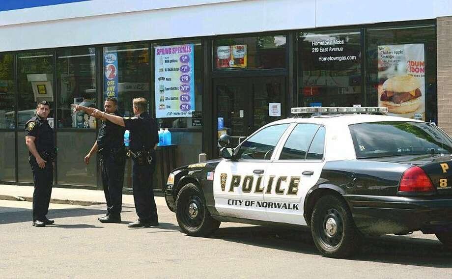 Hour photo / Erik TrautmannNorwalk police investigate an armed robbery atSpeedy Mart, 8 Roger Square.