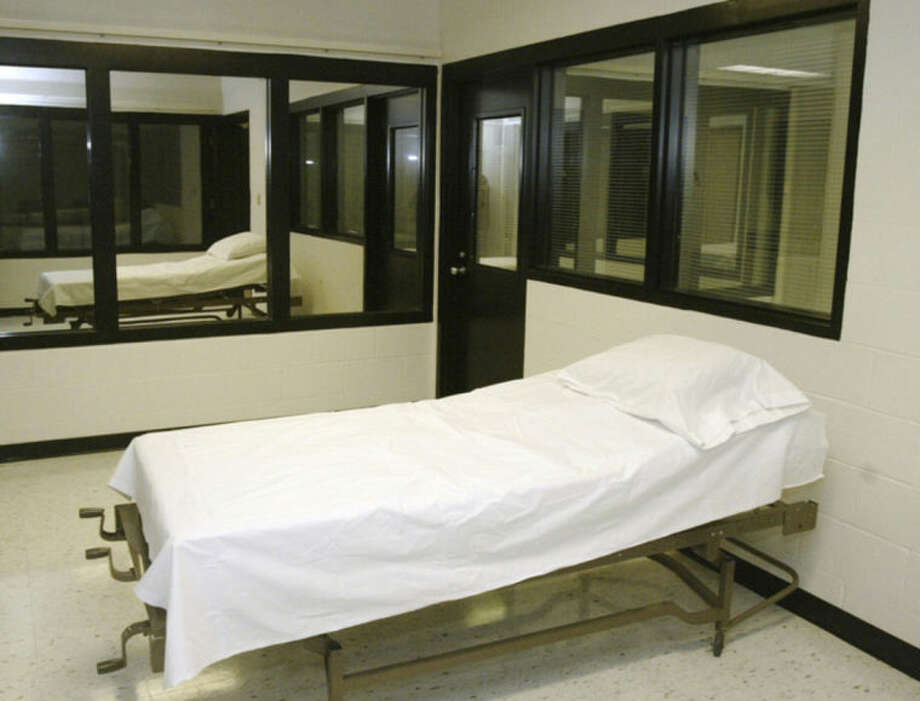 "File - In this April 12, 2005 file photo is the death chamber at the Missouri Correctional Center in Bonne Terre, Mo. Missouri's attorney general said Thursday, May 29, 2014 the state should establish its own laboratory to produce chemicals for use in executions, rather than rely on an ""uneasy cooperation"" with medical professionals and pharmaceutical companies. (AP Photo/James A. Finley, File)"
