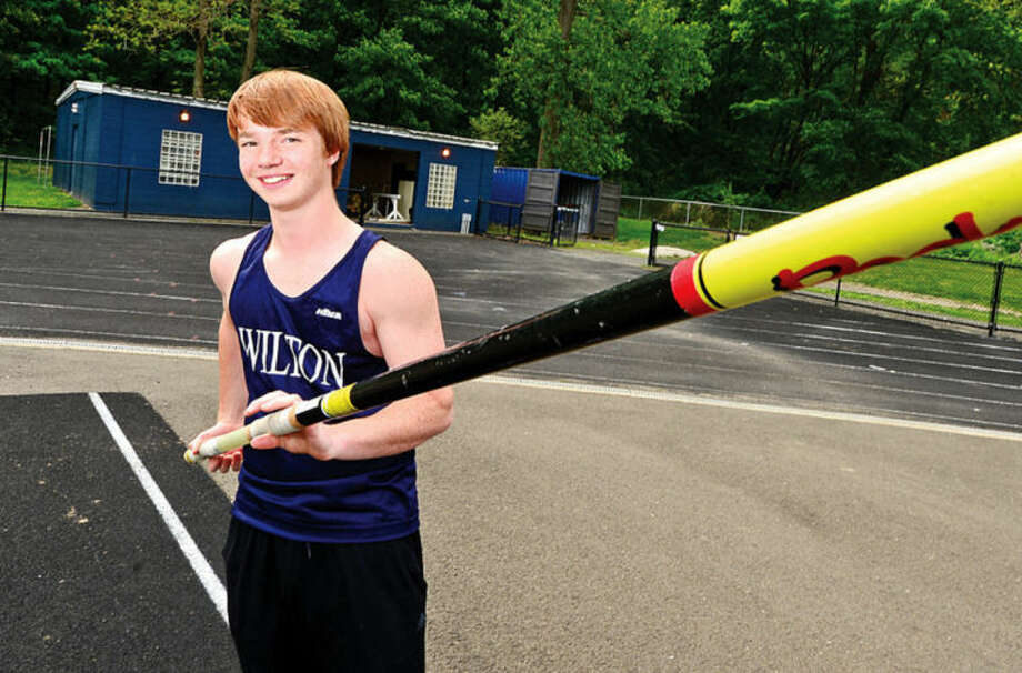 Hour photo / Erik Trautmann CALVIN WARDLE, Wilton pole vaulter