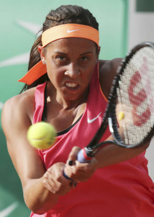 Madison Keys, of the U.S, returns the ball to Italy's Sara Errani during the first round match of the French Open tennis tournament at the Roland Garros stadium, in Paris, France, Tuesday, May 27, 2014. (AP Photo/David Vincent)