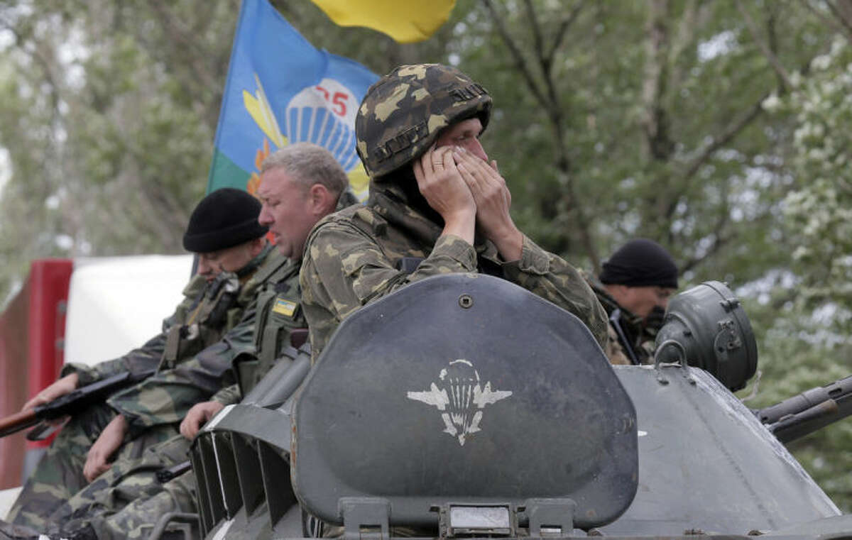 Ukrainian army paratroopers move to position in Slovyansk, Ukraine, Monday, June 2, 2014. Hundreds of armed insurgents attacked a border guards?' camp in eastern Ukraine Monday, as rebels nearby promised safety for the officers if they surrendered the base and lay down their arms. (AP Photo/Efrem Lukatsky)