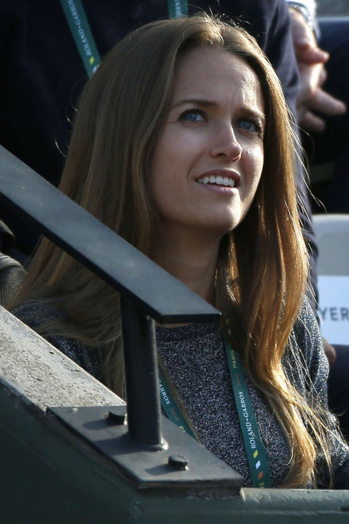 Kim Sears, long-time girlfriend of Britain's Andy Murray, watches Murray during the fourth round match of the French Open tennis tournament against Spain's Fernando Verdasco at the Roland Garros stadium, in Paris, France, Monday, June 2, 2014. (AP Photo/Michel Euler)