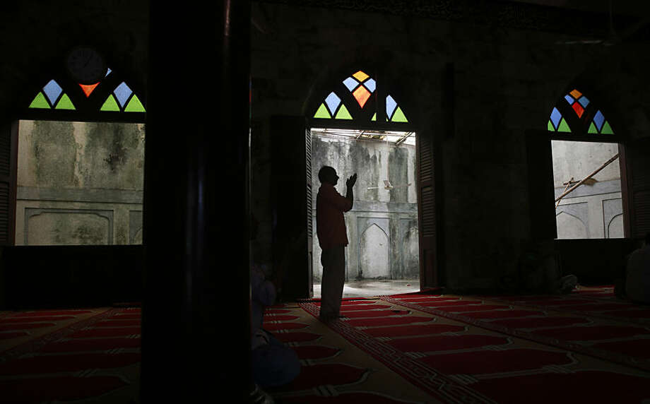 A Shia Muslim man offers afternoon Ramadan prayers at a mosque in Mumbai, India, Thursday, June 25, 2015. Muslims throughout the world are marking the month of Ramadan, the holiest month in the Islamic calendar during which devotees fast from dawn till dusk. (AP Photo/Rafiq Maqbool)