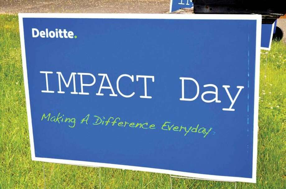 Hour photo / Liana Sonenclar On Friday, over 60 Deloitte employees volunteered to paint a house and garden as part of the 15th anniversary of IMPACT Day.