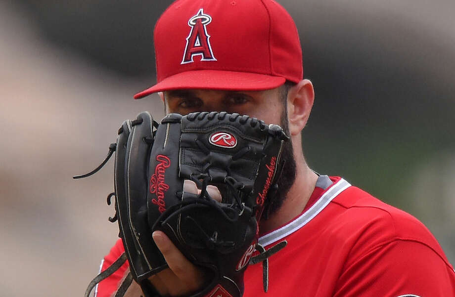 Los Angeles Angels starting pitcher Matt Shoemaker gets ready to pitch during the first inning of a baseball game against the New York Yankees, Wednesday, July 1, 2015, in Anaheim, Calif. (AP Photo/Mark J. Terrill)