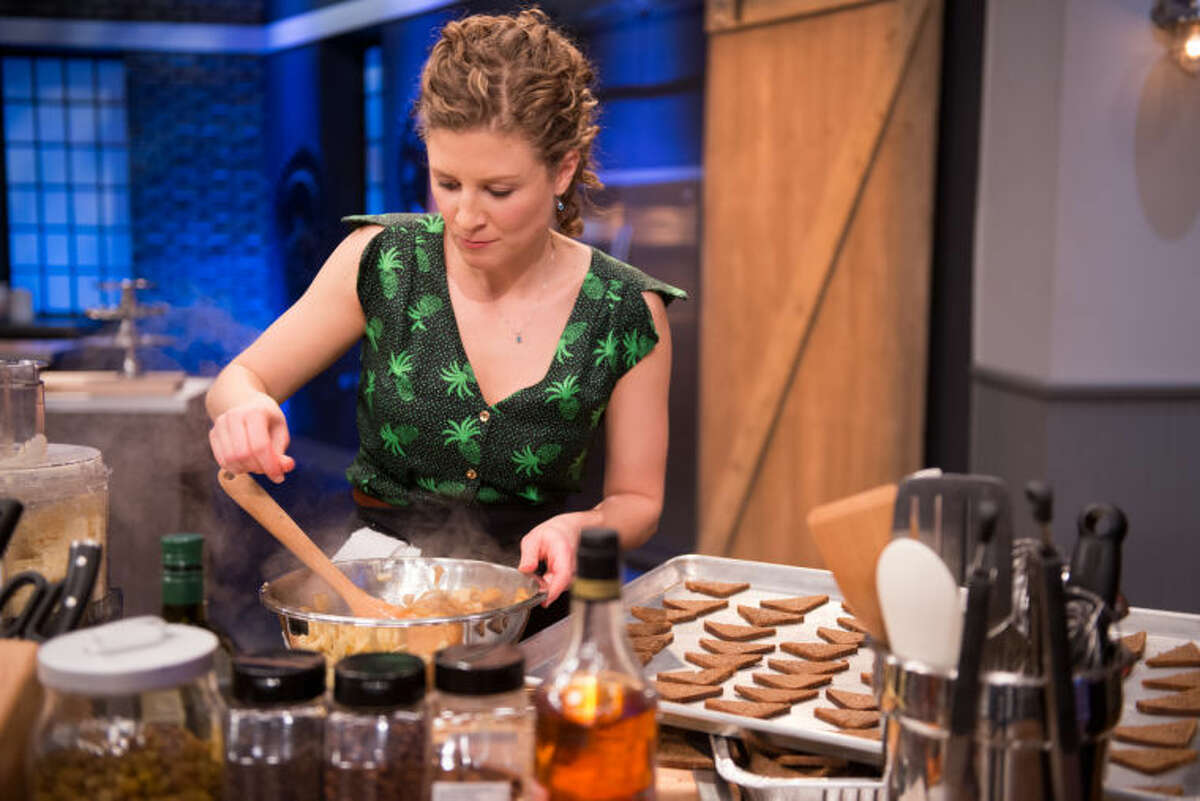"""Finalist Emma Frisch cooking her party bite for the Star Challenge """"Premiere Party"""" as seen on Food Network Star, Season 10."""