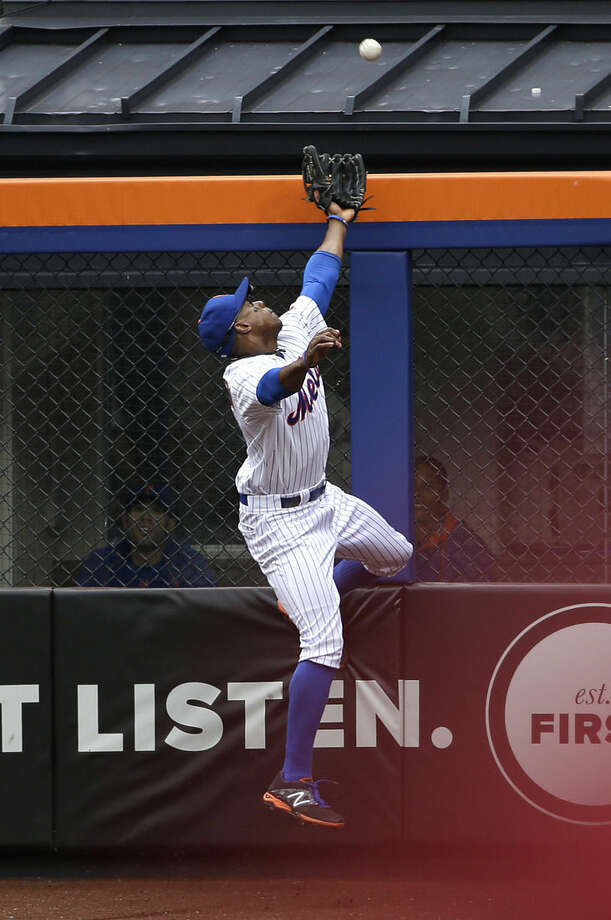 New York Mets right fielder Curtis Granderson can't catch a home run hit by Chicago Cubs' Jonathan Herrera during the sixth inning of the baseball game at Citi Field, Thursday, July 2, 2015 in New York. (AP Photo/Seth Wenig)
