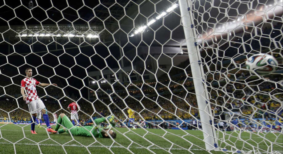 Brazil's Oscar scores his side's 3rd goal past Croatia's goalkeeper Stipe Pletikosa during the group A World Cup soccer match between Brazil and Croatia, the opening game of the tournament, in the Itaquerao Stadium in Sao Paul, Brazil, Thursday, June 12, 2014. (AP Photo/Andre Penner)