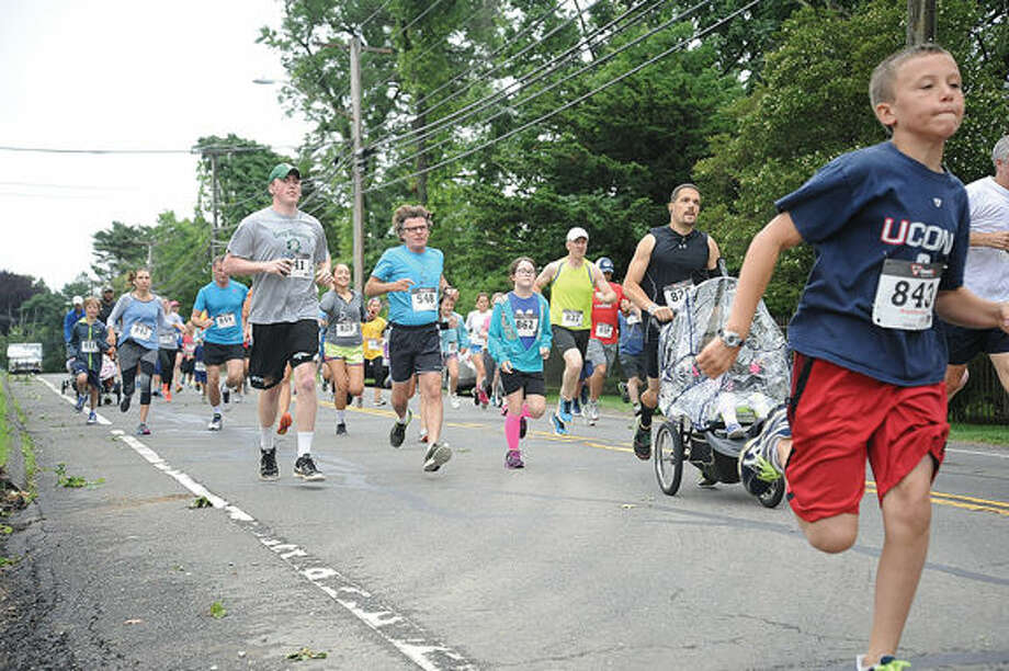The Rowayton Fun Run begins at the street entrance of the Rowayton Library Sunday. The race had been delayed from Father's Day because of the weather. Hour photo/Matthew Vinci