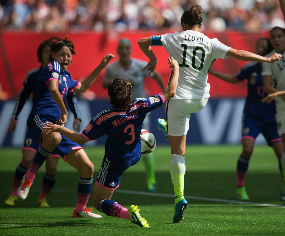 United States' Carli Lloyd, right, gets the ball past Japan's Azusa Iwashimizu (3) to score her second goal during first half FIFA Women's World Cup soccer championship in Vancouver, British Columbia, Canada, Sunday, July 5, 2015. (Darryl Dyck/The Canadian Press via AP) MANDATORY CREDIT