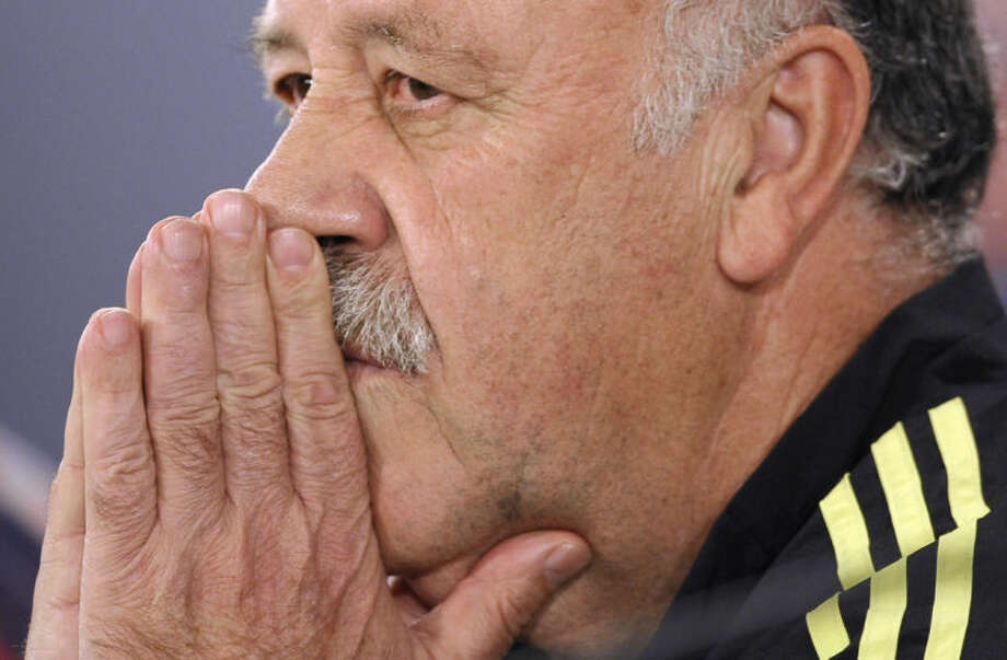 Spain's head coach Vicente del Bosque attends a press conference at the Atletico Paranaense training center in Curitiba, Brazil, Saturday, June 14, 2014. Spain will play in group B of the Brazil 2014 World Cup. (AP Photo/Manu Fernandez)