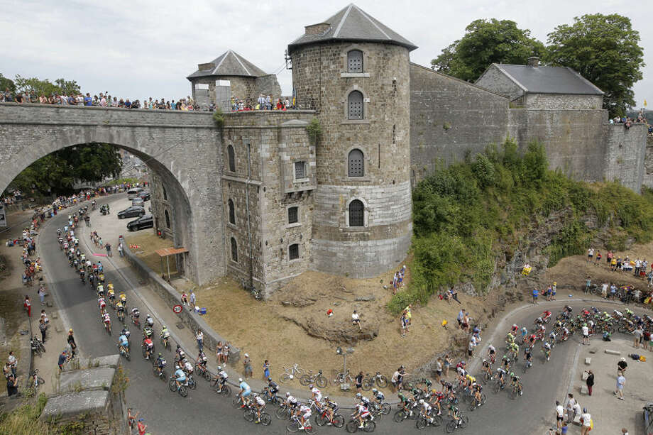 The pack climbs towards the citadel of Namur during the fourth stage of the Tour de France cycling race over 223.5 kilometers (138.9 miles) with start in Seraing, Belgium, and finish in Cambrai, France, Tuesday, July 7, 2015. (AP Photo/Laurent Cipriani)