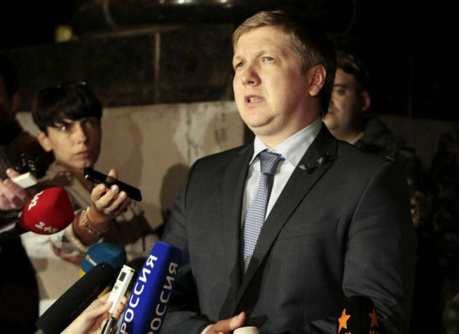 """Chairman of the board of the company """"Naftogaz"""" Andrew Kobolev speaks to reporters outside the government building in Kiev, Ukraine, Monday, June 16, 2014. A Monday deadline approached with no sign of progress in resolving a months-long dispute over exactly how much Ukraine owes Russia for past natural gas deliveries and what price the nation should pay for future supplies. (AP Photo/Sergei Chuzavkov)"""