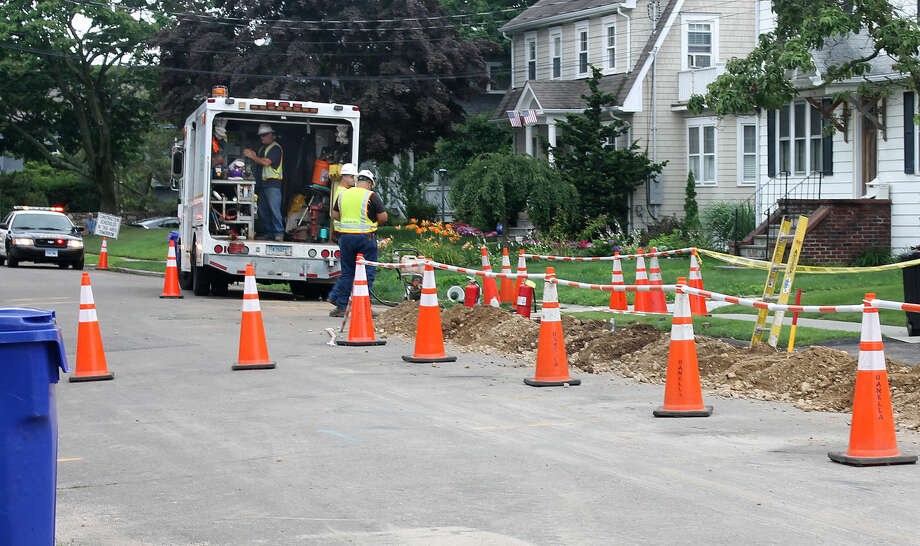 Hour photo/Rachel SawyerEversource workers fix a gas main break on Wallace Avenue off Gregory Boulevard in East Norwalk on Wednesday morning.