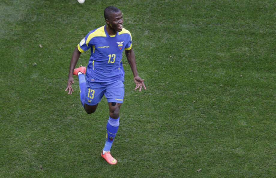 Switzerland beats Ecuador 2-1 at World Cup