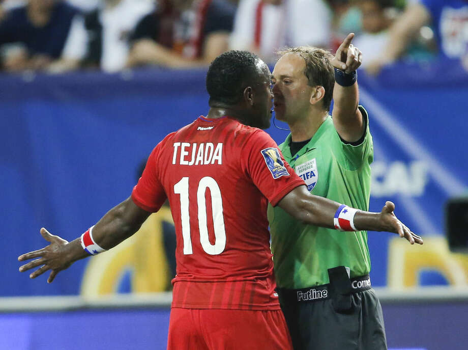 Panama's Luis Tejada (10) argues with an official during the first half against Mexico in a CONCACAF Gold Cup soccer semifinal, Wednesday, July 22, 2015, in Atlanta. (AP Photo/John Bazemore)