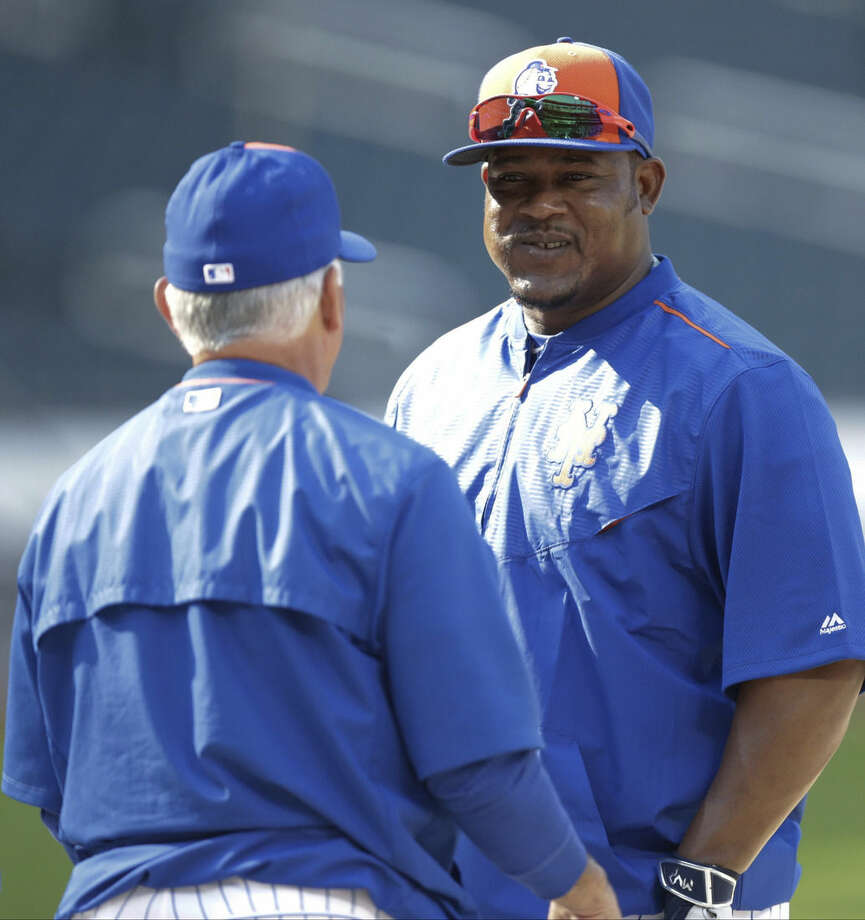 New York Mets' Juan Uribe, right, talks to manager Terry Collins before a baseball game against the Los Angeles Dodgers Saturday, July 25, 2015, in New York. (AP Photo/Frank Franklin II)