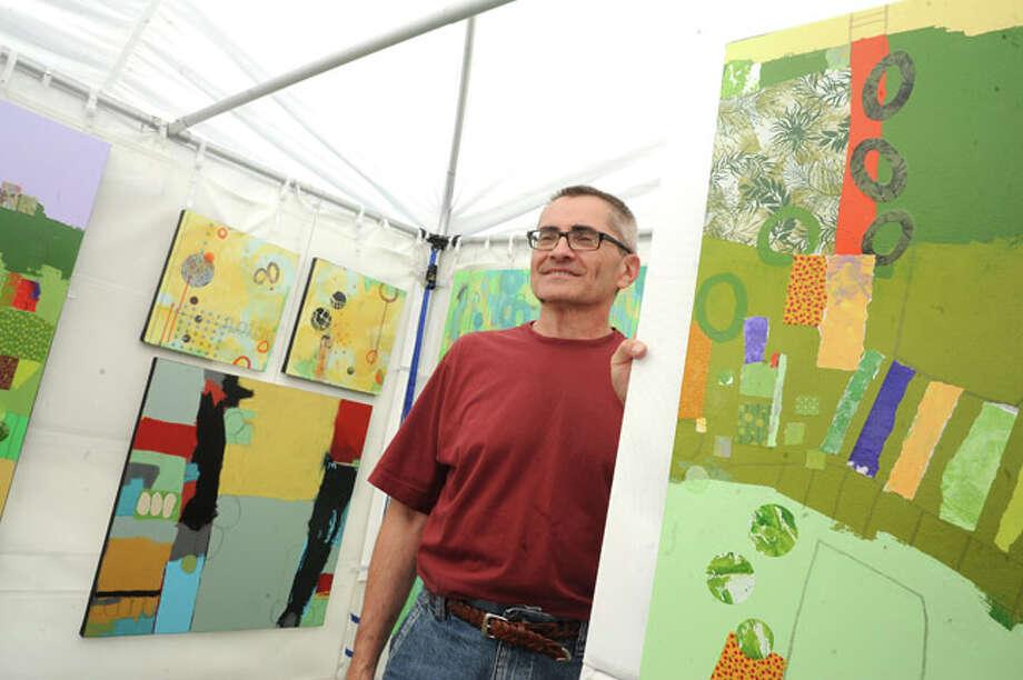 Artist Tom Hlas Sunday at the Norwalk Art Festival held at Mathews Park. Hour photo/Matthew Vinci