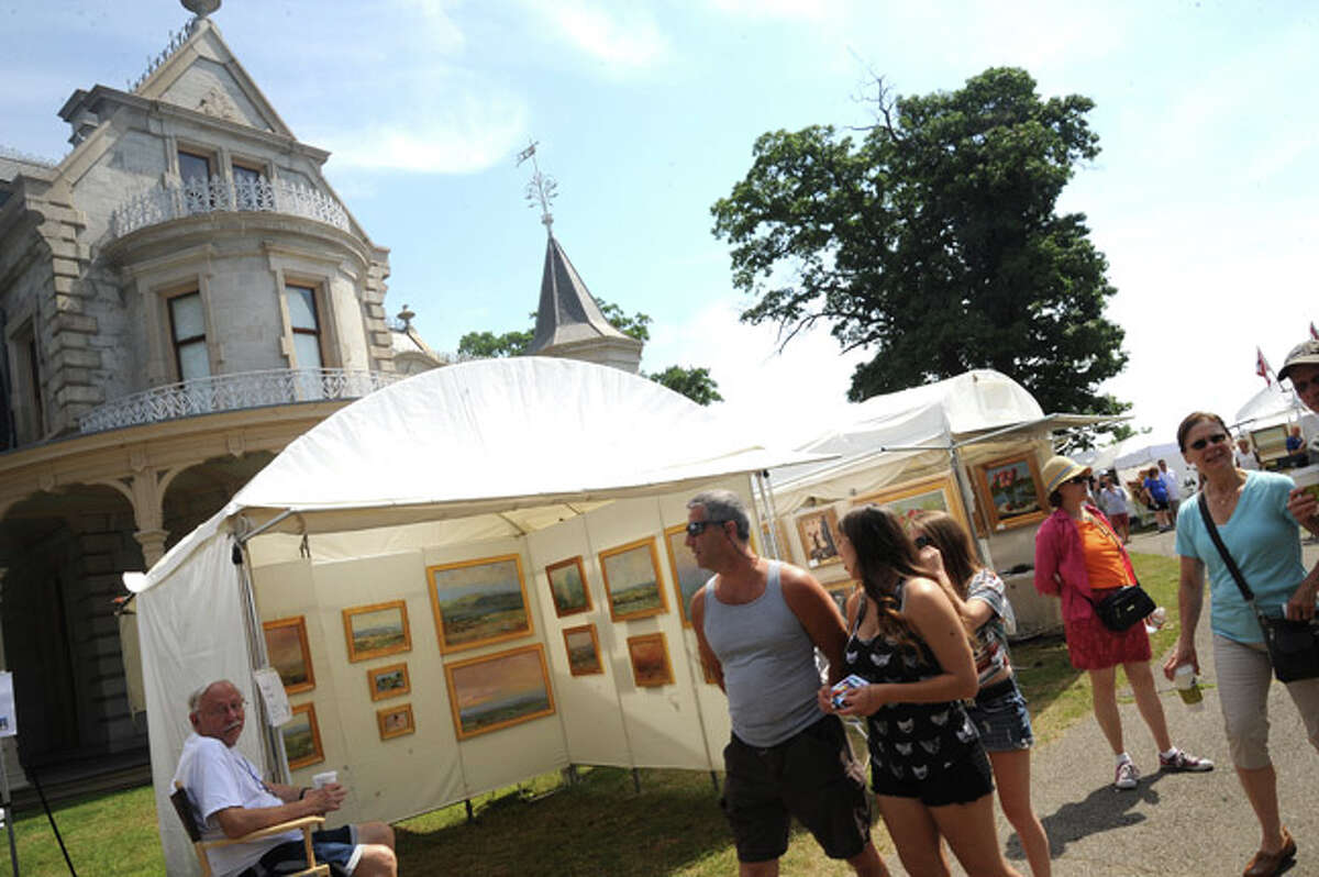 Residents checking out many vendor booths Sunday at the Norwalk Art Festival held at Mathews Park. Hour photo/Matthew Vinci