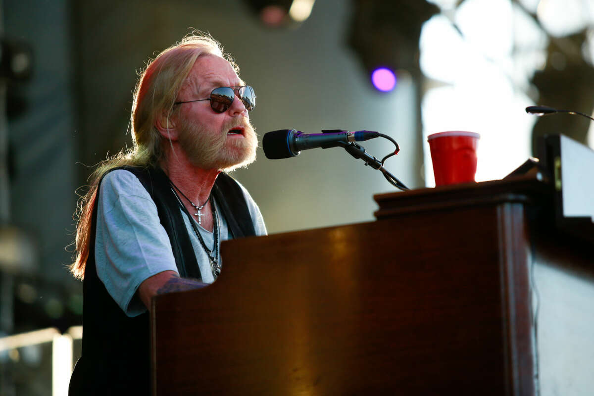 Hour photo/Chris Palermo. Gregg Allman performs during the Gathering of the Vibes festival at Seaside Park in Bridgeport Friday.