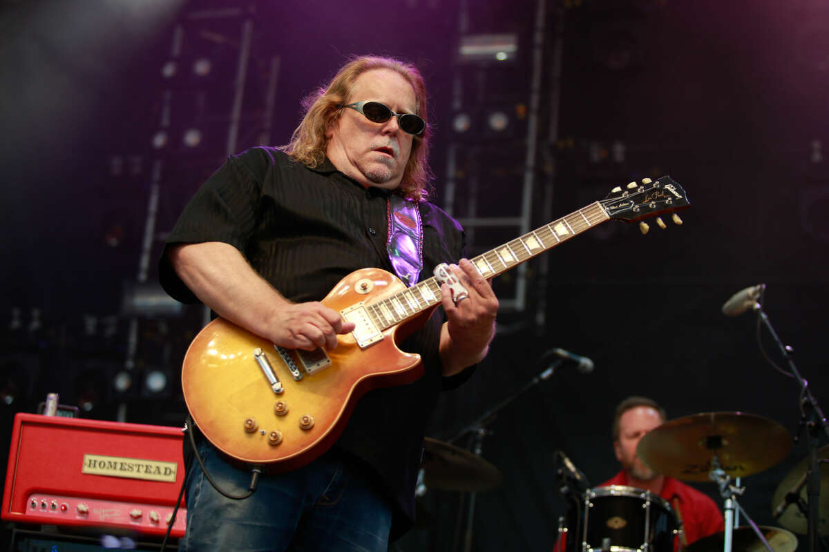 Hour photo/Chris Palermo. Warren Haynes performs at the Gathering of the Vibes festival at Seaside Park in Bridgeport Saturday.