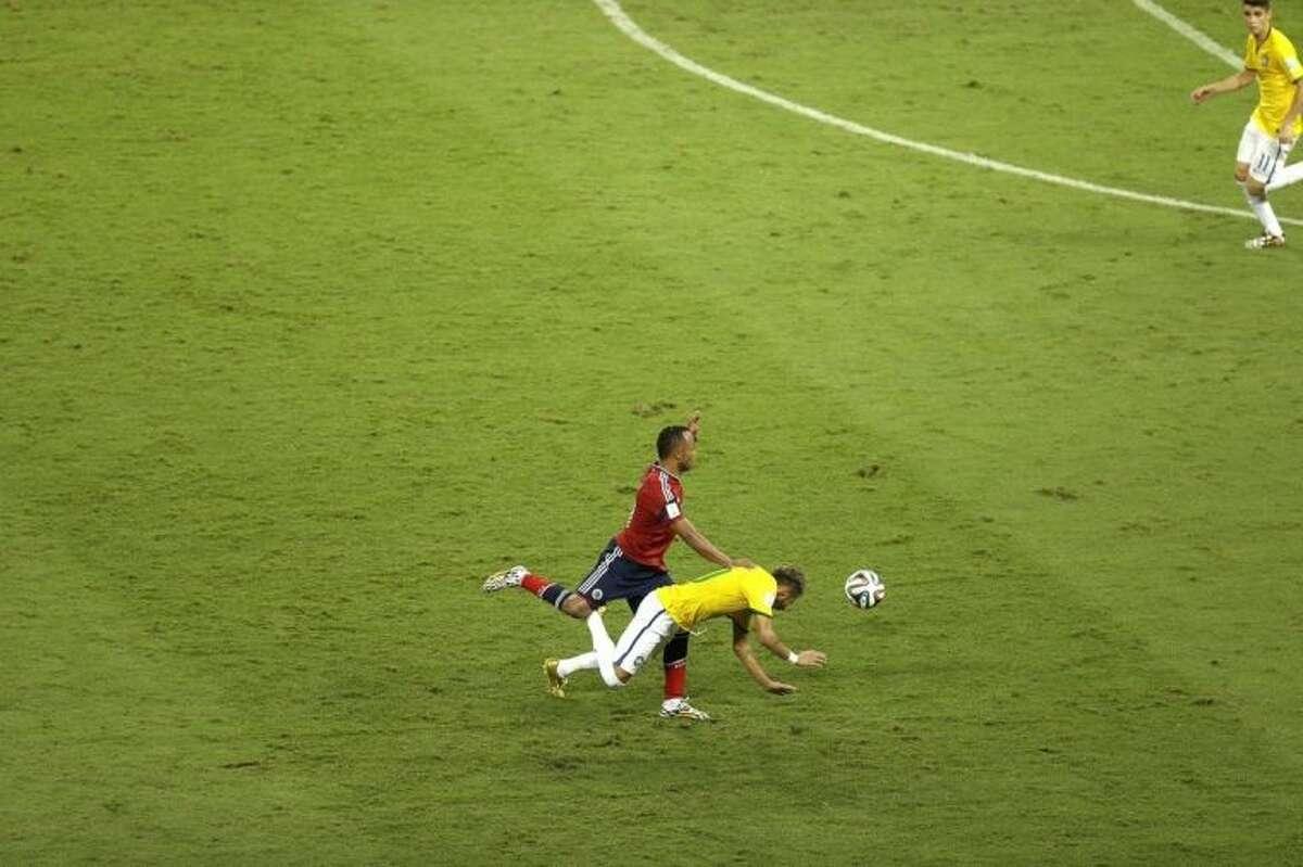 Zuniga apologizes to Neymar for tackle