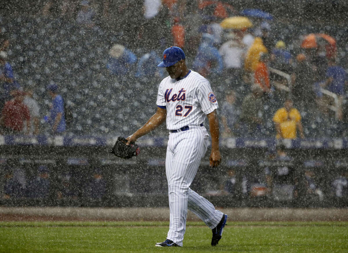 New York Mets relief pitcher Jeurys Familia (27) leaves the field with two outs in the top of the ninth inning during a torrential downpour in a baseball game against the San Diego Padres in New York, Thursday, July 30, 2015. (AP Photo/Kathy Willens)