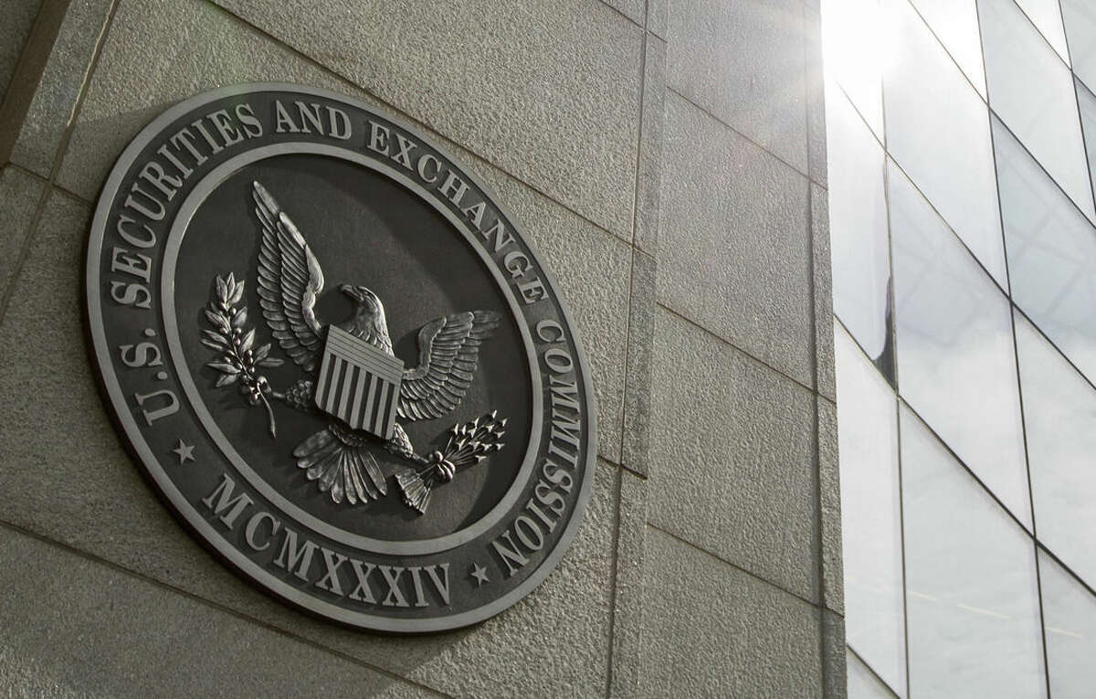 This June 19, 2015 photo shows the seal of the U.S. Securities and Exchange Commission at SEC headquarters, in Washington. The Securities and Exchange Commission is scheduled to vote Wednesday, Aug. 5, 2015, to formally adopt a rule compelling public companies to report the ratio between their chief executive's annual compensation and the median, or midpoint, pay of employees. (AP Photo/Andrew Harnik)
