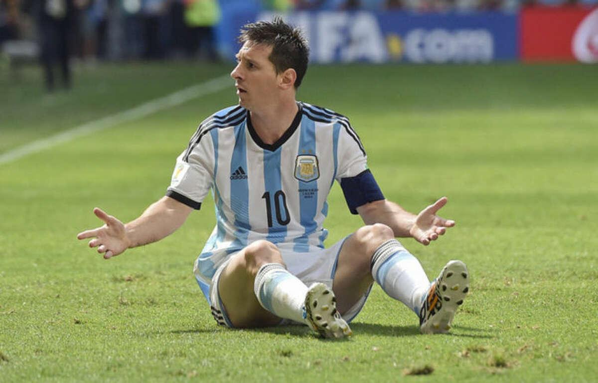 Higuain sends Argentina to semis, Belgium home