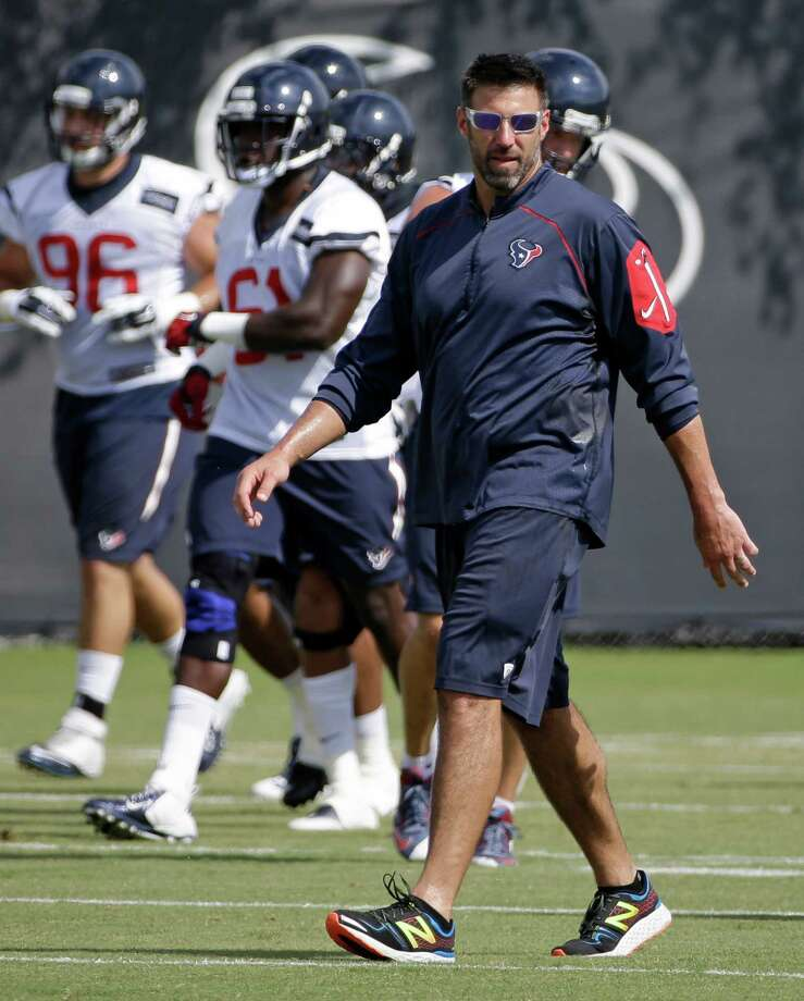 Texans linebackers coach Mike Vrabel turned down an offer from Chip Kelly in the offseason to become the San Francisco 49ers defensive coordinator. Photo: Melissa Phillip, Staff / © 2016 Houston Chronicle