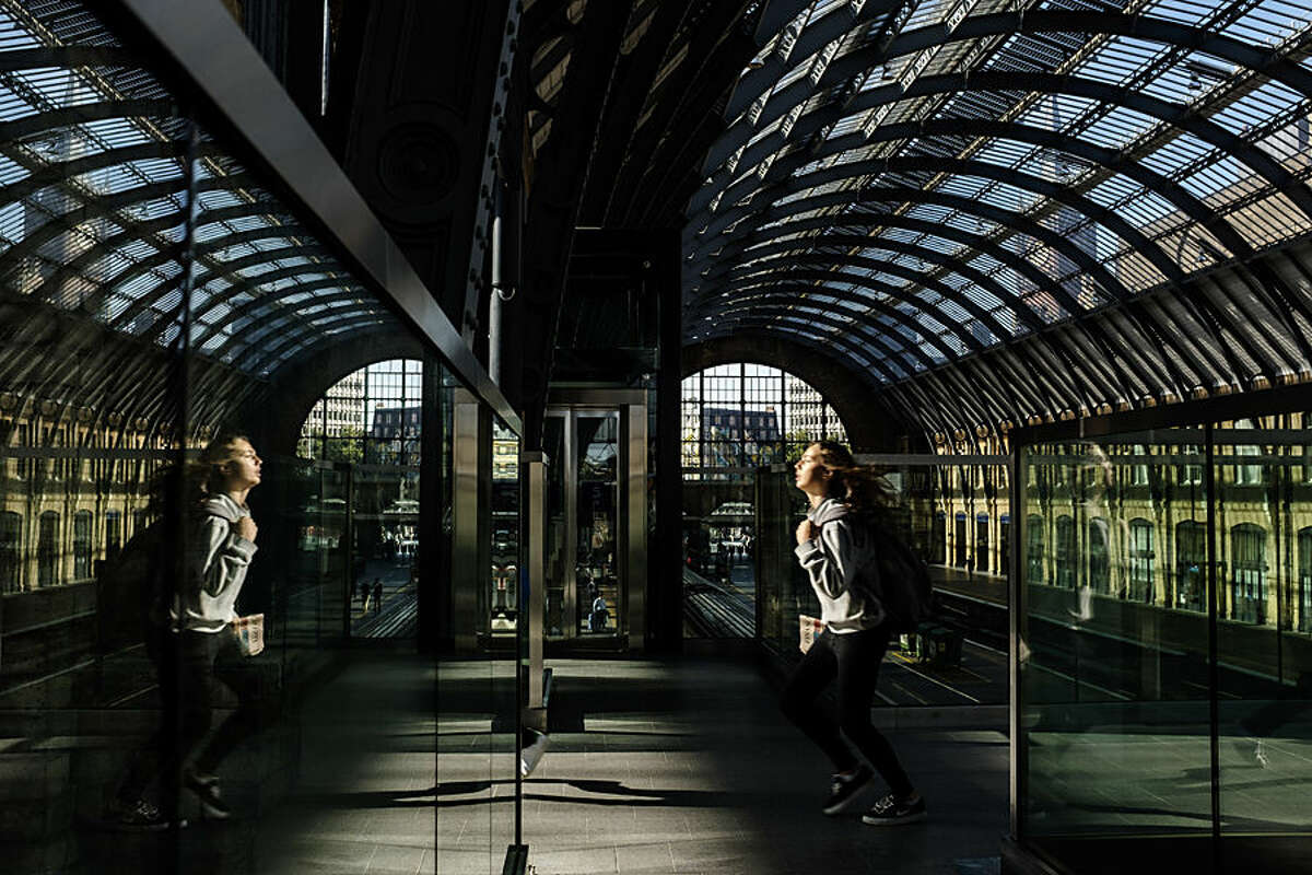 A passenger runs to catch a train at King's Cross railway station, London, Monday, Aug. 17, 2015. More than 29 million passengers annually rely on mainline train services from King's Cross, according to the British Office of Rail Regulation, making it the ninth busiest station in the country. (AP Photo/David Azia)