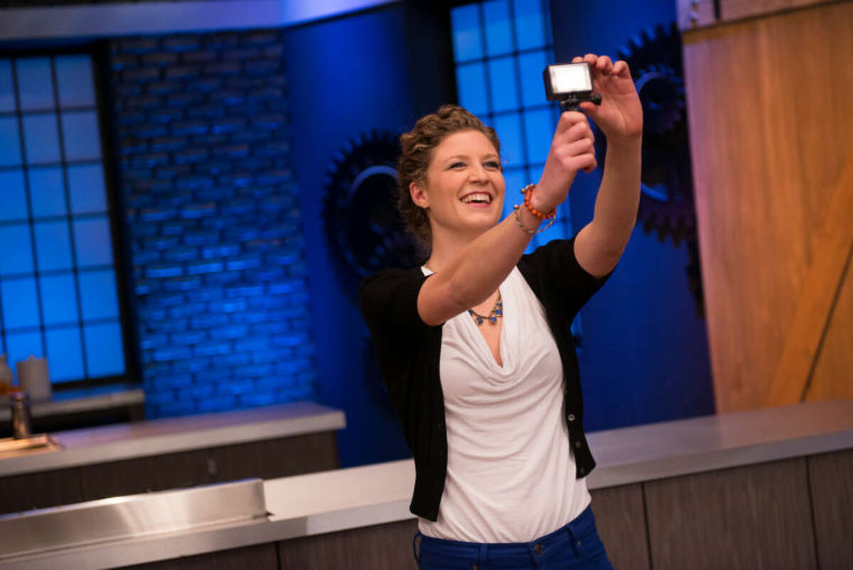 """Finalist Emma Frisch making a behind-the-scenes video for the Mentor's Challenge """"Connecting With Fans"""" as seen on Food Network Star, Season 10"""