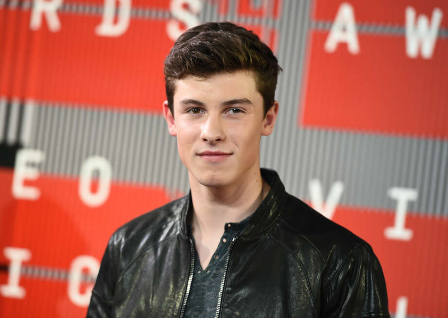 Shawn Mendes arrives at the MTV Video Music Awards at the Microsoft Theater on Sunday, Aug. 30, 2015, in Los Angeles. (Photo by Jordan Strauss/Invision/AP)