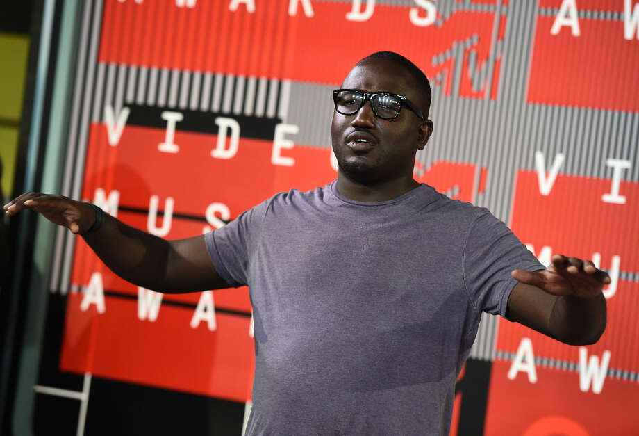 Hannibal Burress arrives at the MTV Video Music Awards at the Microsoft Theater on Sunday, Aug. 30, 2015, in Los Angeles. (Photo by Jordan Strauss/Invision/AP)