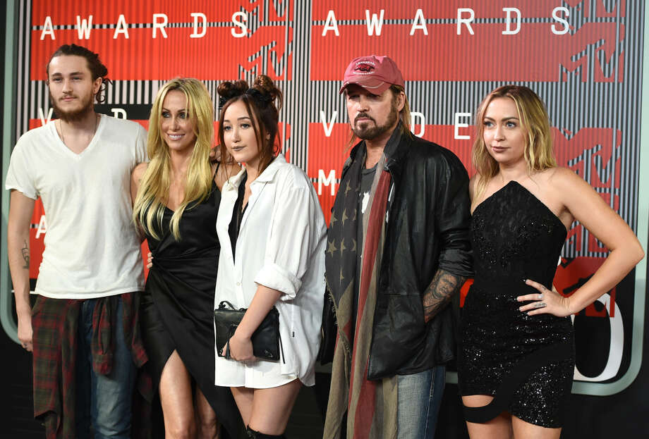 Braison Cyrus, from left, Tish Cyrus, Noah Cyrus, Billy Ray Cyrus and Brandi Glenn Cyrus arrive at the MTV Video Music Awards at the Microsoft Theater on Sunday, Aug. 30, 2015, in Los Angeles. (Photo by Jordan Strauss/Invision/AP)
