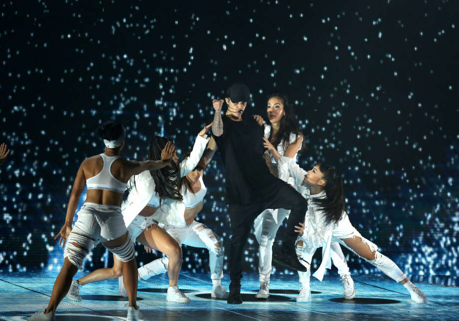 Justin Bieber performs at the MTV Video Music Awards at the Microsoft Theater on Sunday, Aug. 30, 2015, in Los Angeles. (Photo by Matt Sayles/Invision/AP)