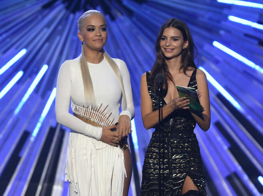 Rita Ora, left, and Emily Ratajkowski present the artist to watch award at the MTV Video Music Awards at the Microsoft Theater on Sunday, Aug. 30, 2015, in Los Angeles. (Photo by Matt Sayles/Invision/AP)