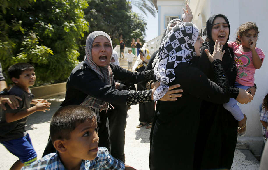 Palestinian relatives of Islamic Jihad militant Shaaban Al-Dahdouh, who was found under the rubble yesterday, grieve during funeral in Gaza City, Wednesday, Aug. 6, 2014. (AP Photo/Hatem Moussa)