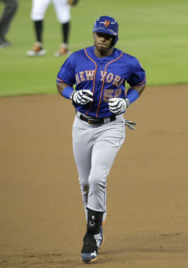 New York Mets' Yoenis Cespedes prepares to round third base after hitting a solo home run against the Miami Marlins in the first inning of a baseball game, Sunday, Sept. 6, 2015, in Miami. (AP Photo/Alan Diaz)