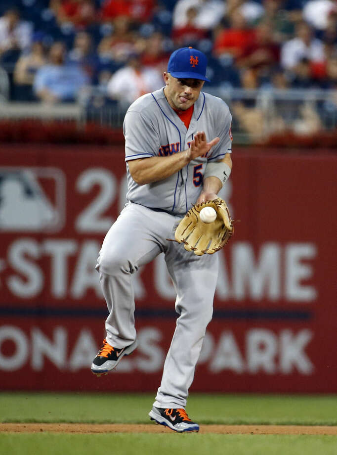 New York Mets third baseman David Wright fields a ball hit by Washington Nationals' Jayson Werth, who was out at first base on the play, during the first inning of a baseball game at Nationals Park, Wednesday, Sept. 9, 2015, in Washington. (AP Photo/Alex Brandon)