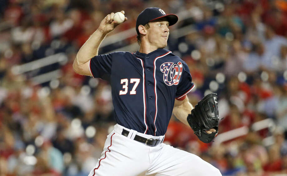 Washington Nationals starting pitcher Stephen Strasburg throws during the fourth inning of a baseball game against the New York Mets at Nationals Park, Wednesday, Sept. 9, 2015, in Washington. (AP Photo/Alex Brandon)