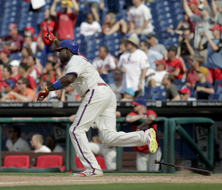 Philadelphia Phillies' Ryan Howard celebrates after hitting a one-run single against the New York Mets in the ninth inning of a baseball game Sunday, Aug. 10, 2014, in Philadelphia. The Phillies won 7-6. (AP Photo/H. Rumph Jr)