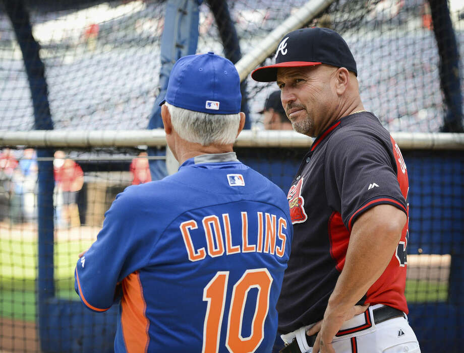 Atlanta Braves manager Fredi Gonzalez, right, talks with New York Mets manager Terry Collins (10) before a baseball game Saturday, Sept. 12, 2015, in Atlanta. (AP Photo/Jon Barash)