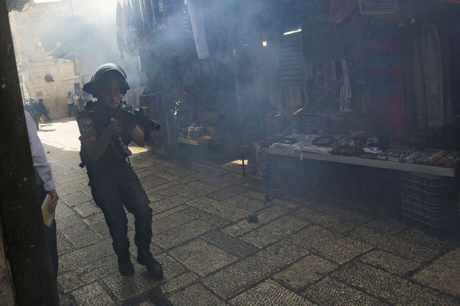 An Israeli border police officer is seen during clashes with Palestinian protesters in Jerusalem's old city, Tuesday, Sept. 15, 2015, in a third straight day of unrest at Jerusalem's most sensitive holy site. (AP Photo)