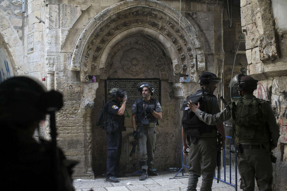 Israeli border police officers stand during clashes with Palestinian protesters in Jerusalem's old city, Tuesday, Sept. 15, 2015, in a third straight day of unrest at Jerusalem's most sensitive holy site. (AP Photo)