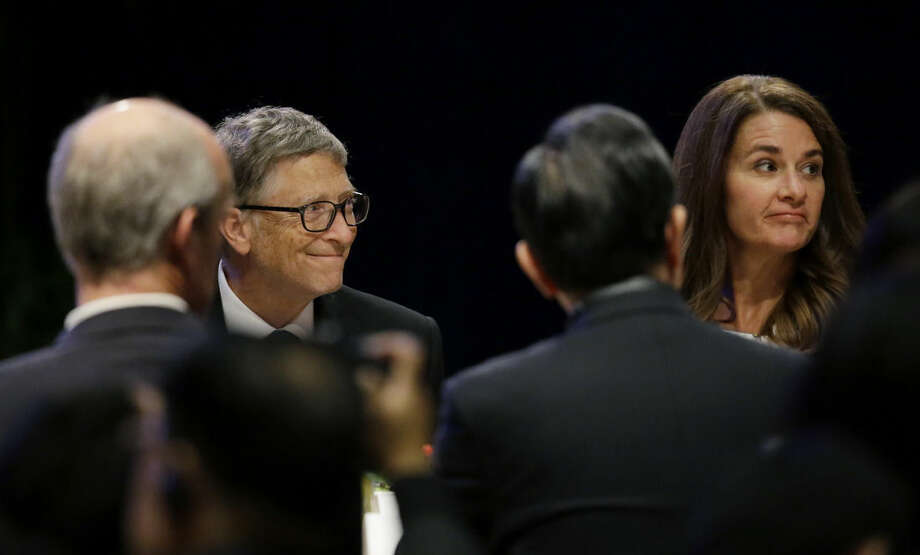 Microsoft Corp. founder Bill Gates,left, and his wife Melinda, right, sit with guests during a banquet for Chinese President Xi Jinping, Tuesday, Sept. 22, 2015, in Seattle. Xi was in Seattle on his way to Washington, D.C., for a White House state dinner on Friday. (AP Photo/Ted S. Warren)
