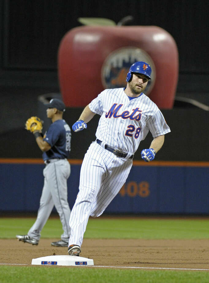 New York Mets' Daniel Murphy rounds the bases with a home run during the first inning of a baseball game against the Atlanta Braves on Wednesday, Sept. 23, 2015, in New York. (AP Photo/Bill Kostroun)