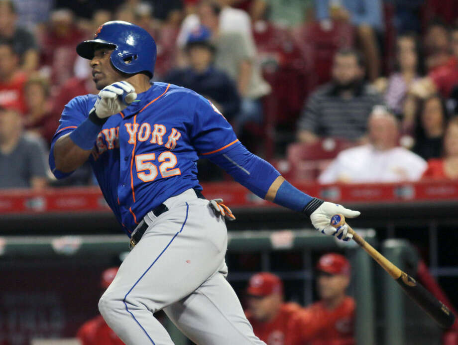 New York Mets Yoenis Cespedes hits an RBI single against the Cincinnati Reds in the seventh inning of a baseball game in Cincinnati, Thursday, Sept. 24, 2015. (AP Photo/Tom Uhlman)